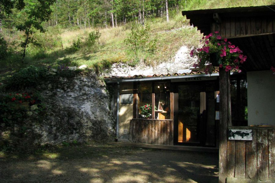 Bara-Bahau: hartzen kobazuloa